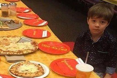 Así es la triste historia con 'final feliz' de este niño de 6 años al que dejaron solo en su cumpleaños