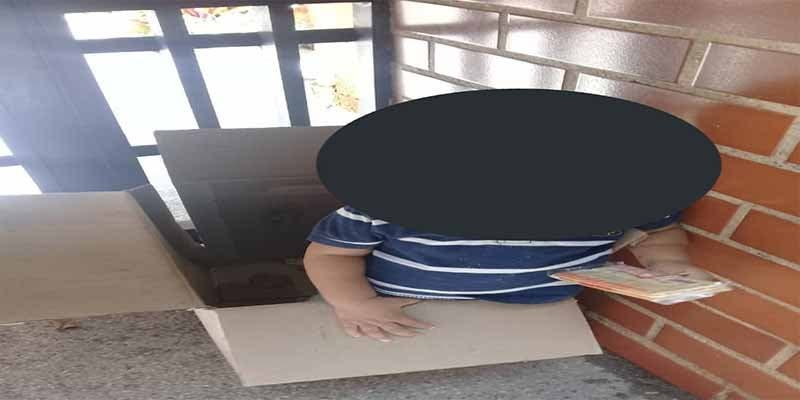 Tristeza e indignación: abandonan a un niño dos años en una caja de cartón en Caracas