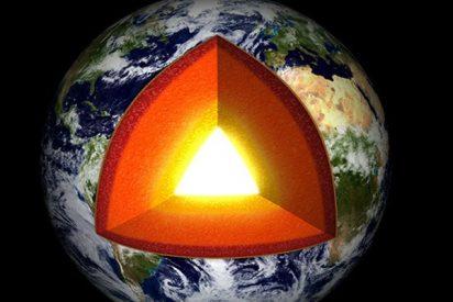 El viaje al centro de la Tierra es imposible: Confirman que el núcleo interno es sólido