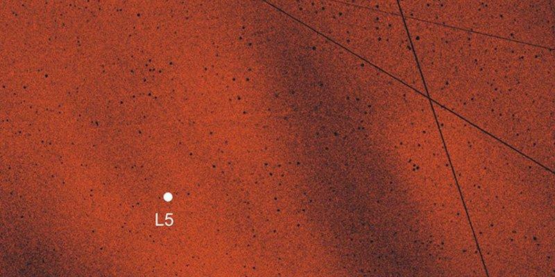 Los expertos confirman la existencia de dos nubes de polvo que orbitan la Tierra junto a la Luna