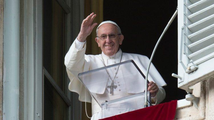 """El Papa, en el ángelus: """"El Sínodo fue una buena vendimia y promete un buen vino"""""""