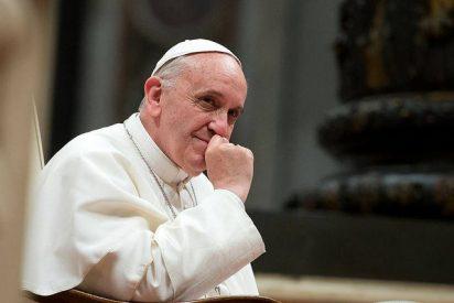 """Francisco pide a los periodistas católicos """"que se hagan voz de los que no la tienen"""""""