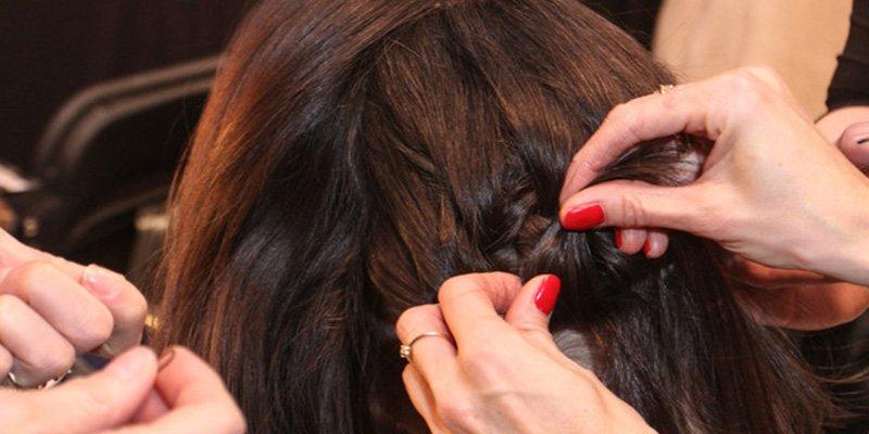 Mujer entra a una peluquería a cortarse el pelo y le detectan un cáncer