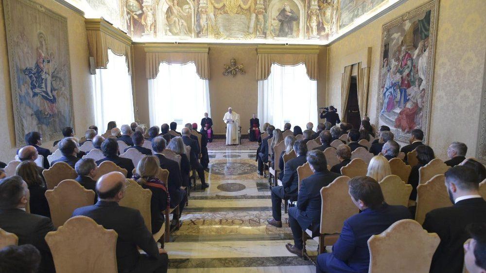 """Francisco: """"La santidad es el verdadero camino de la reforma de la Iglesia"""""""