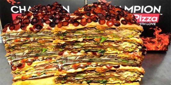 Por 'sólo' 2.000 dólares te puedes llevar esta 'pizza burger' de 18 kilogramos