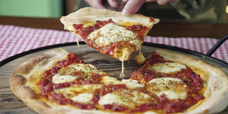 La clienta pone dos estrellas a una pizzería por no tener wifi y la respuesta del dueño es genial