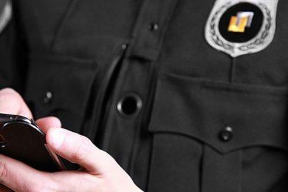 Este policía toma fotos furtivas del culo de una mujer en un concierto de Drake