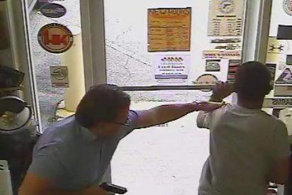 El momento exacto en que el político mata al ladrón en una tienda
