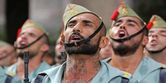 El toque que pone en desbandada a quienes cargan contra la danza del Ejército al son legionario