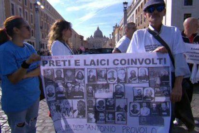 Víctimas de abusos se manifiestan frente al Vaticano en pleno Sínodo