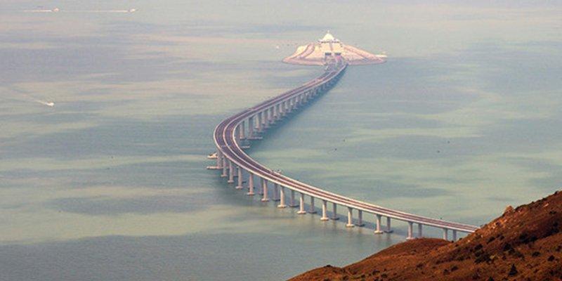 China inaugura el mayor puente marítimo del planeta, pero no para todos los conductores