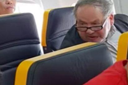 """Este hombre llama """"fea, bastarda"""" a una mujer negra que se sentó a su lado en un vuelo de Ryanair"""