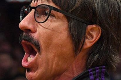 Expulsan al vocalista de Red Hot Chili Peppers de un partido de la NBA por conducta inapropiada