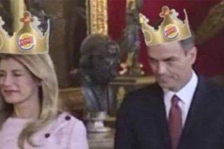 Las redes sociales se cachonden del 'okupa' Sánchez y su mujer por intentar suplantar a los Reyes el besamanos