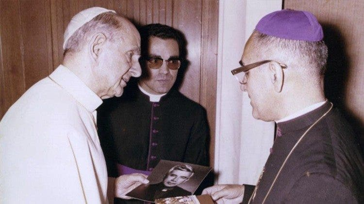 """Edgard R. Beltrán: """"La conversión de Romero fue un largo y complicado juego de dominó de Papá-Dios con él"""""""