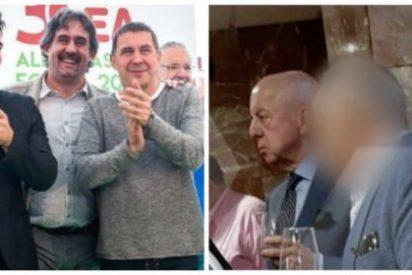 Twitter rescata la foto de la vergüenza de un Gabriel Rufián endemoniado por la imagen de Billy El Niño en un ágape