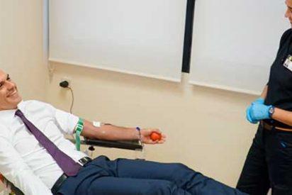 La donación de sangre del amnésico Sánchez envenena un decreto contra el virus del Nilo
