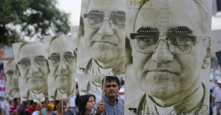 """""""Tu pueblo te hizo santo"""": El Salvador se prepara para la canonizacion de Romero"""