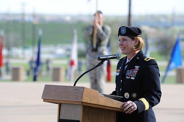 Hito femenino: Una mujer liderará, por primera vez en la historia, el comando más grande del ejército de Estados Unidos