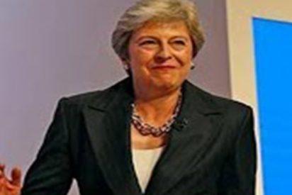 Cachondeo en las redes con el nuevo baile de Theresa May, al ritmo de Dancing Queen