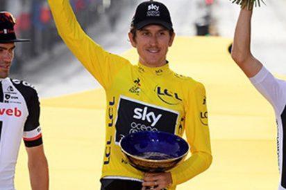 Roban la copa del Tour de Francia en un 'show' de ciclismo