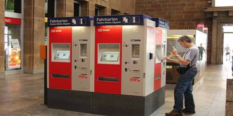 Muere un joven al explosionar una máquina expendedora de billetes en la estación de tren