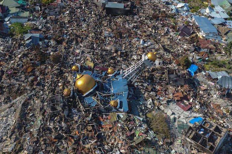 El Papa envía 100.000 dólares a los afectados por el tsunami en Indonesia
