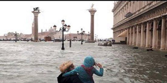 Así ha sido la excepcional marea alta que ha dejado el 75 % de Venecia bajo el agua