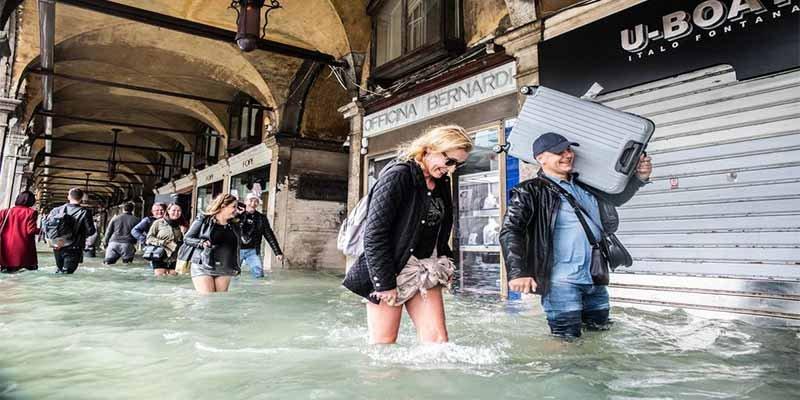 Venecia cubierta por el agua en las peores inundaciones desde hace una década