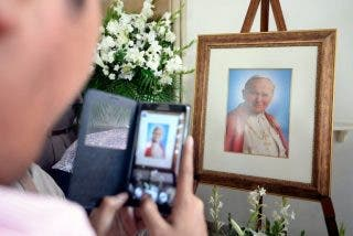 "Francisco pide a los fieles polacos ser ""signos de paz"" como Juan Pablo II"