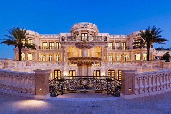 Por 'solo' 159 millones te venden esta mansión, con cine propio, circuito de karting, casino y discoteca