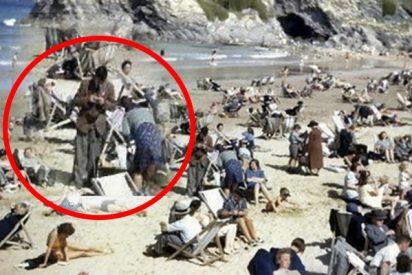 Este 'viajero del tiempo' con un móvil 'se cuela' en una imagen de los años 40