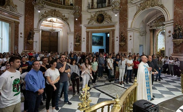 Jóvenes valencianos rezan por el Sínodo de los Obispos
