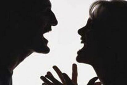 Mujer encuentra a su marido con una amante y esta fue su violenta reacción