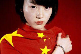 La tierra se 'traga' a esta mujer en China