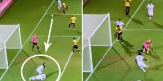 ¿Es el fútbol un deporte para listos? O para tramposos, viendo este gol...