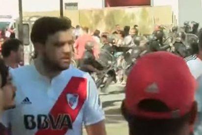 ¡Una vergüenza!: A pedradas recibieron los hinchas de River Plate al bus del Boca Juniors