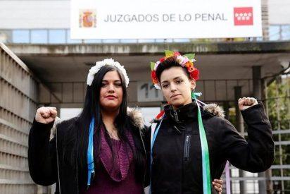 Absueltas dos activistas de Femen por encadenarse al altar de la Almudena