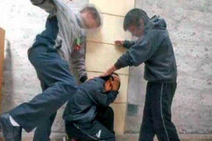 La Guardia Civil detiene a dos menores por extorsionar a un compañero que les llegó a pagar 5.000 euros