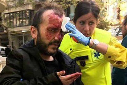 Traicionera agresión en el Metro de Barcelona por llevar una bandera de España