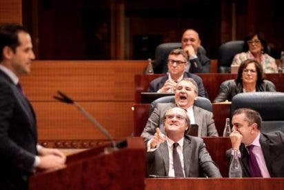 El obsceno aplauso de los lameculos del PSOE al rechazarse la prohibición de indulto al golpismo