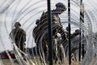 Trump manda a miles de soldados a colocar alambre de púas ante la