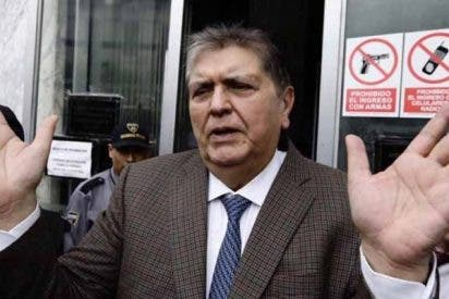 """El expresidente Alan García solicita asilo en la embajada de Uruguay por """"persecución política"""""""