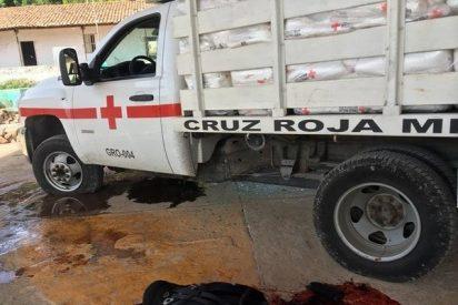 México: Brutal ataque contra la Cruz Roja deja un paramédico y tres policías acribillados