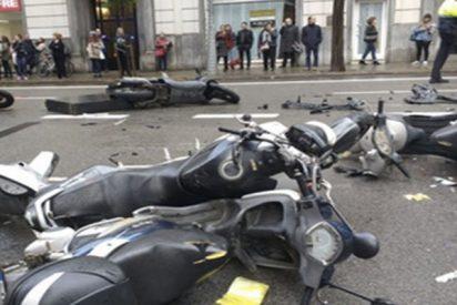 Un coche arrolla a varias personas en Barcelona y deja al menos dos heridos