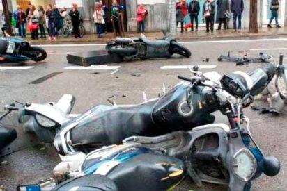 Un coche pierde el control y atropella a varias personas en Barcelona