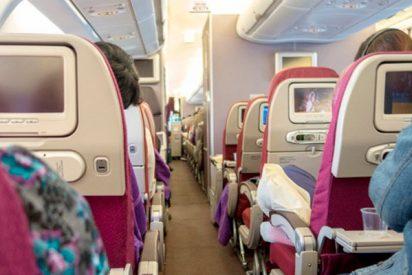 ¿Sabes cuáles son los lugares más sucios de un avión y que tocamos constantemente?
