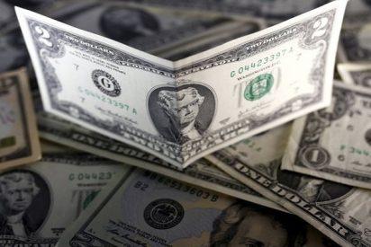 Baja el dólar; la libra gana terreno al reanudarse el interés por el riesgo