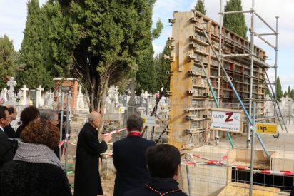 Blázquez reza ante el memorial de las víctimas del franquismo en Valladolid