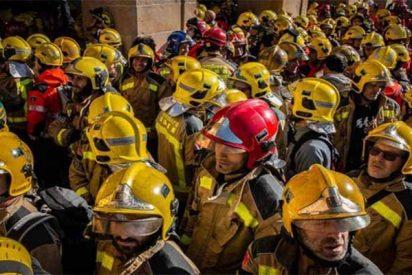 Cataluña: Médicos y Bomberos se enfrentan a los Mossos en las puertas del Parlament